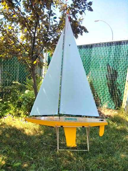 toy sailboat model