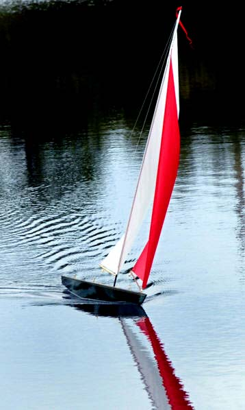 rc toy sailboat