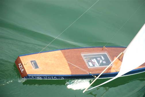 model sailboat remote-control