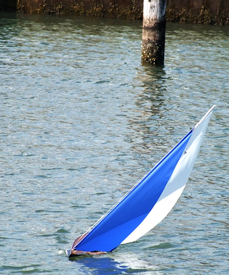 racing model sailboat