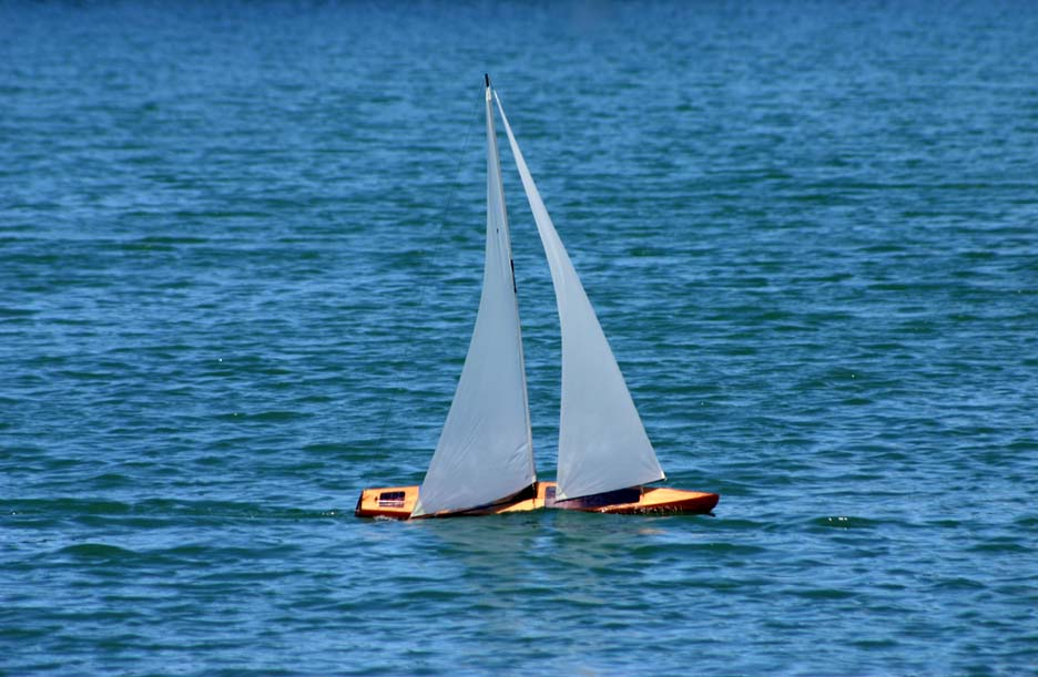 RC model toy sailboat