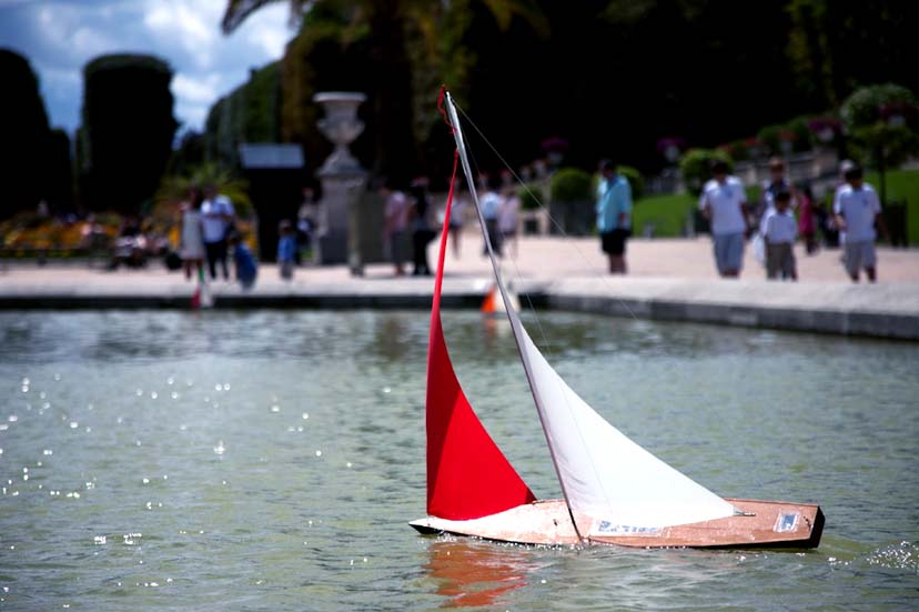 Toy model sailboat