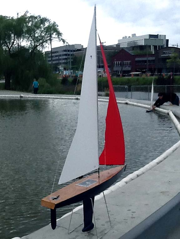 RC model sailboat toy