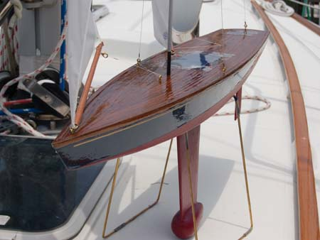 table stand for model sailboat